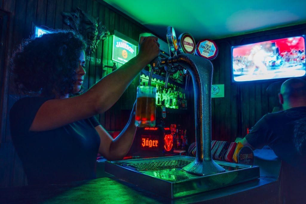 Ouvrir son restaurant : Redevance pour diffuser la musique et contribution à l'audiovisuel public 2